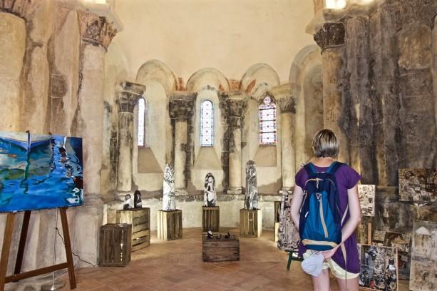 Exposition Inspirations féminines 2016. Vue d'ensemble dans la chapelle castrale
