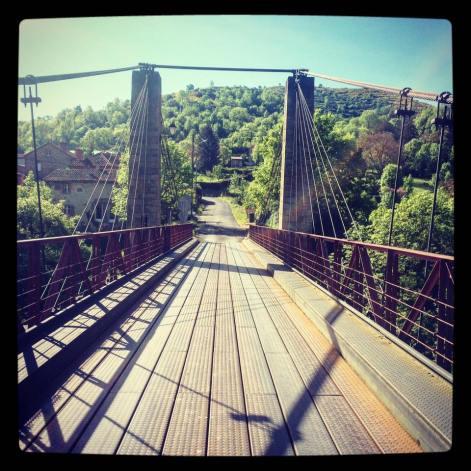 Le pont en arrivant de Villeneuve d'Allier